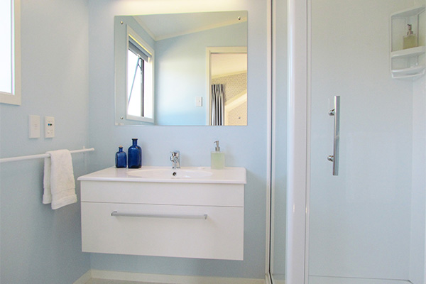 B&B Lodging in the Coromandel - Jacaranda Lodge - Blue Room Ensuite