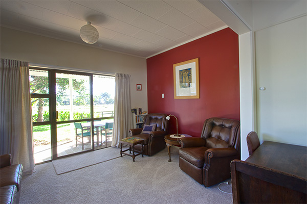 B&B Lodging in the Coromandel - Jacaranda Lodge - Guest Lounge