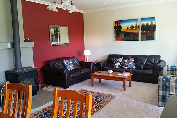 B&B Lodging in the Coromandel - Jacaranda Lodge - Large Lounge